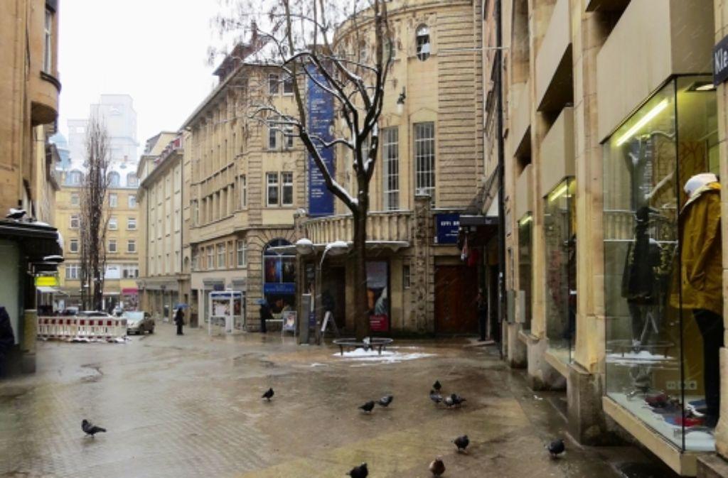 Kulturbeflissene kennen die Kleine Königstraße als Adresse des Alten Schauspielhauses. Die meisten Bummler werden allenfalls ahnen, wo sie zu finden ist. Foto: Ina Schäfer