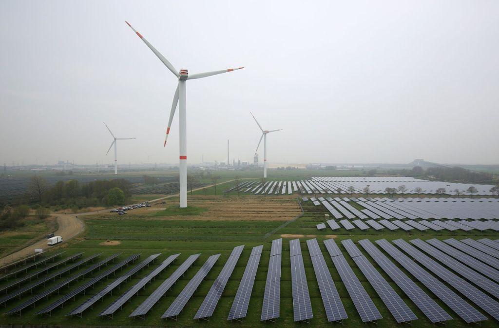 Immer mehr Strom wird mit der Hilfe von Wind und Sonne erzeugt. Foto: dpa