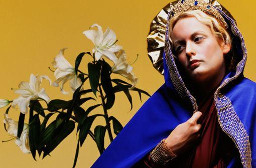 Pornostar Stormy Daniels als Jungfrau Maria