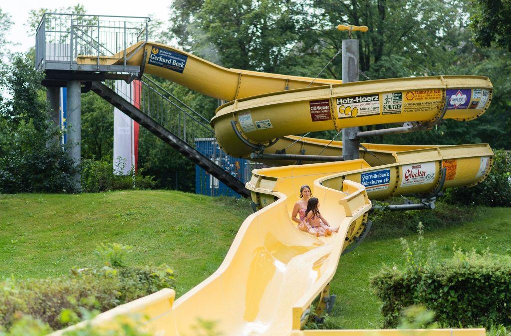 Die Stadt Münsingen bietet ihre alte Wasserrutsche auf Ebay-Kleinanzeigen zum Verkauf an. Foto: dpa