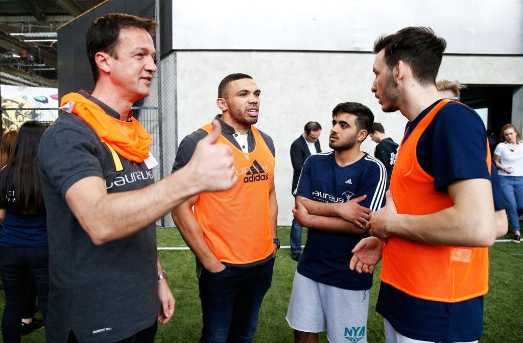 Fredi Bobic (links) soll neuer Chef bei Eintracht Frankfurt werden. Foto: dpa