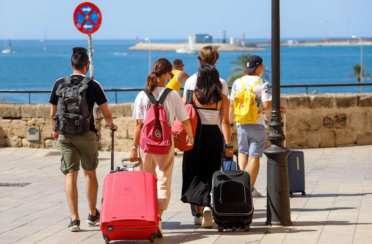 Die Reisewarnung der Bundesregierung gilt auch für die Balearen. (Symbolbild) Foto: dpa/Clara Margais