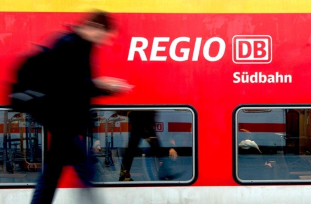Bis zu 1,25 Milliarden Euro zu viel bekommt  die Bahn-Ttochter DB Regio laut zwei Gutachten für den Schienenpersonennahverkehr. Foto: dpa