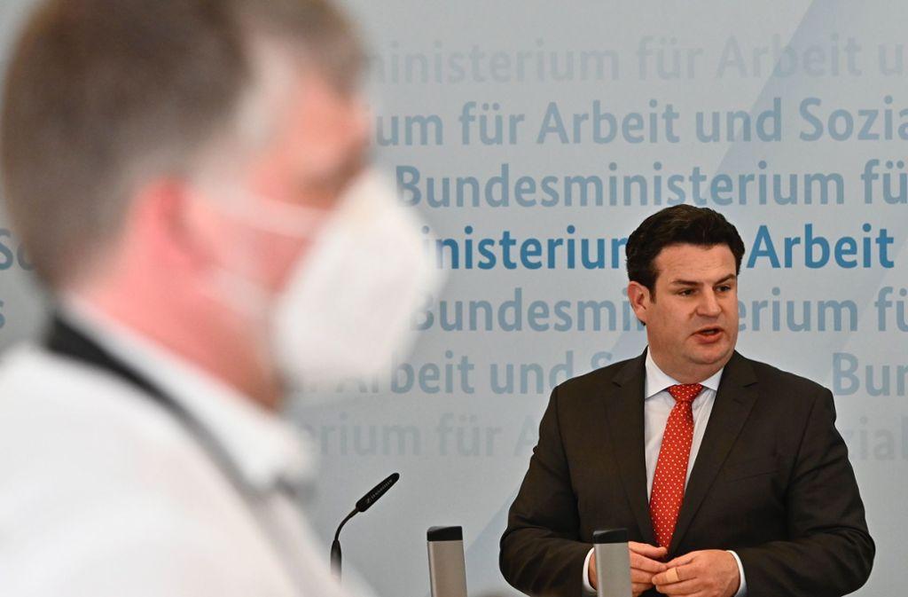Laut Arbeitsminister Hubertus Heil (SPD) müssen Frauen in der Krise besonders viel leisten. (Archivbild) Foto: AFP/TOBIAS SCHWARZ