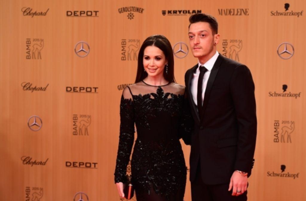 Sind wieder ein Paar und haben es auf dem roten Teppich der 67. Bambi-Verleihung allen gezeigt: Mandy Capristo und Mesut Özil. Foto: Getty Images Europe