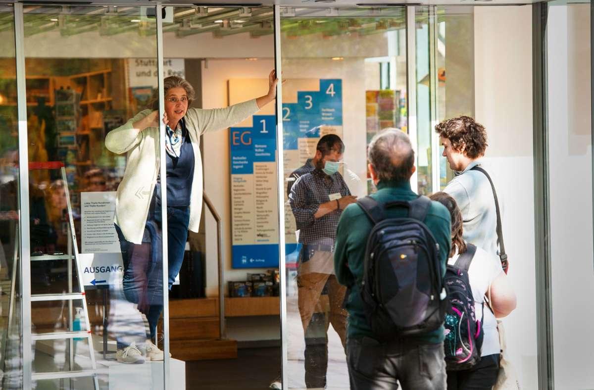 Das Buchhaus Wittwer/Thalia richtet ab Montag  eine Abholstation für Waren ein, die zuvor im Netz bestellt wurden. Foto: /Leif Piechowski