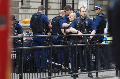 Bewaffneter nahe dem britischen Parlament festgenommen