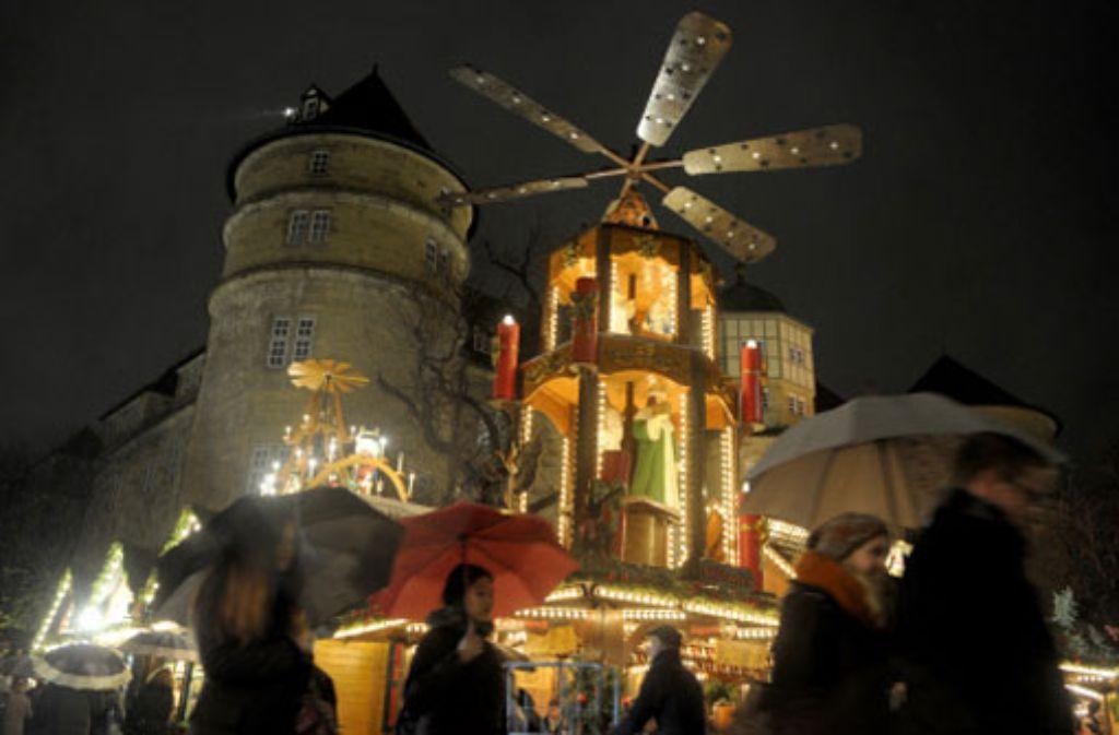 Taschendiebe haben unter anderem auf dem Stuttgarter Weihnachtsmarkt Beute gemacht. Foto: dpa/Symbolbild