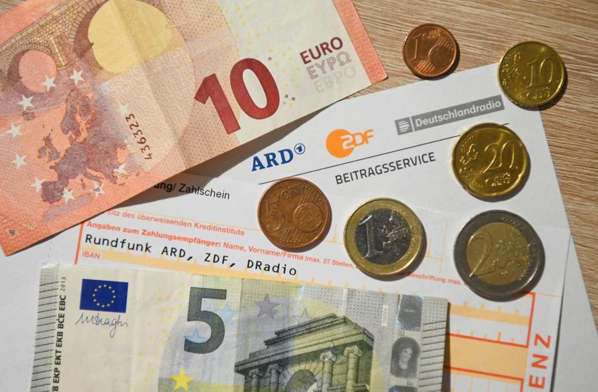 Auf 18,36 Euro monatlich sollte der Rundfunkbeitrag nach der Erhöhung steigen (Symbolbild). Foto: dpa/Nicolas Armer
