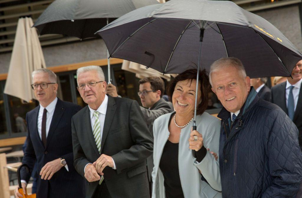 Die Polit-Prominenz um Winfried Kretschmann (2.v.l.) und Fritz Kuhn (rechts) in Stuttgart Foto: Lichtgut/Leif Piechowski
