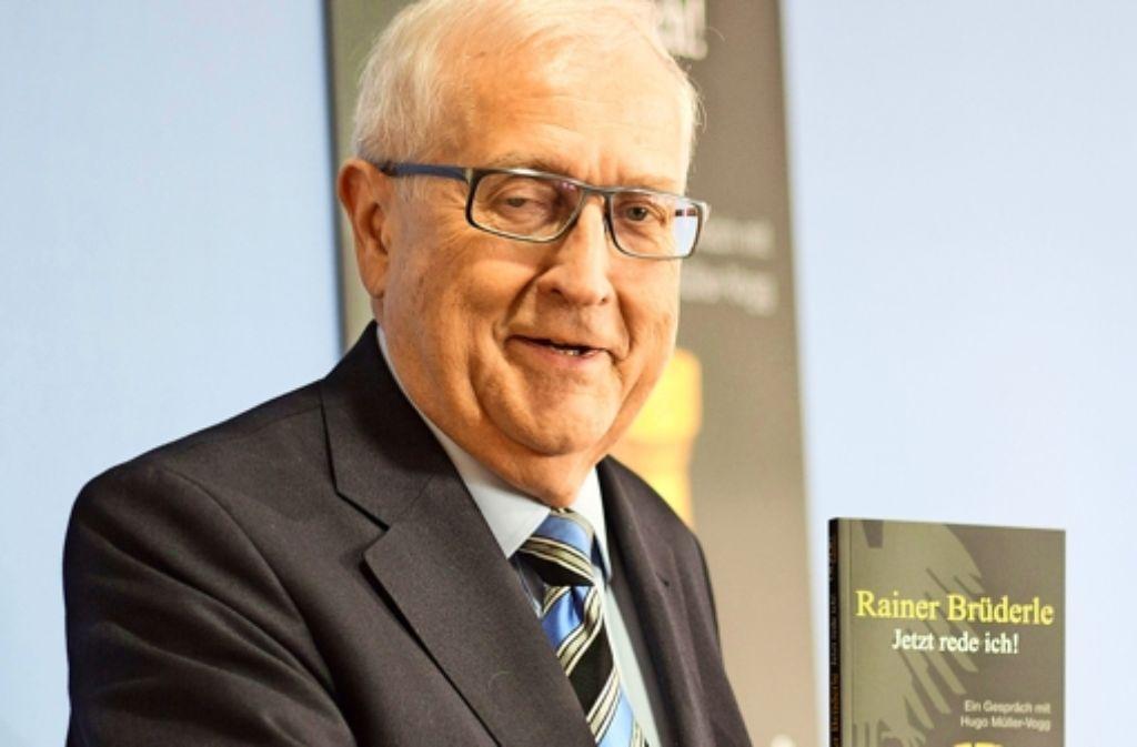 Ein langes Interview als Buch: Rainer Brüderle bei der Präsentation in Berlin Foto: dpa