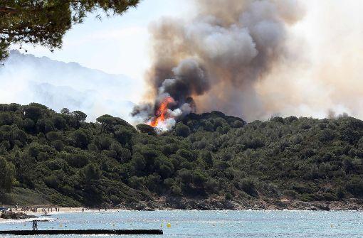 Hunderte Feuerwehrleute kämpfen gegen Waldbrände