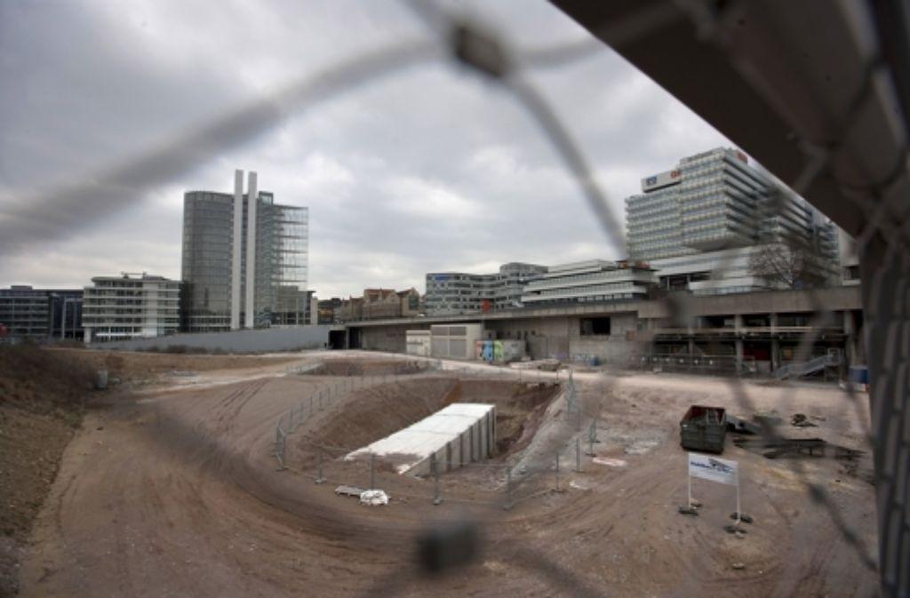 Auch die U-12-Trasse im Europaviertel harrt des Weiterbaus. Bislang sind nur die Tunnelstümpfe auf Höhe der neuen Bibliothek fertig. Foto: Steinert