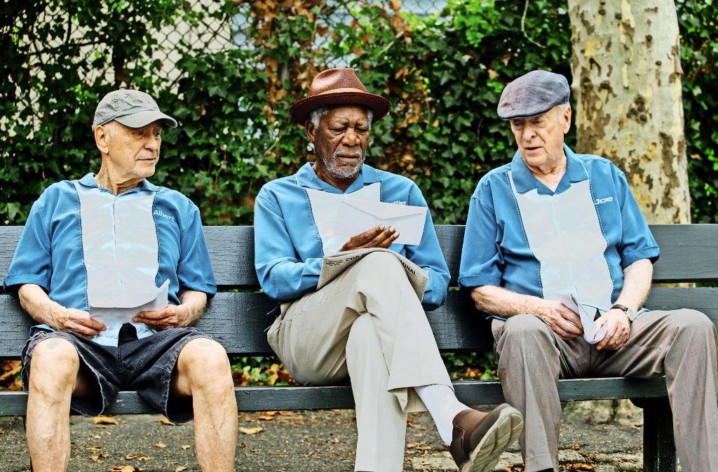 Diese drei reifen Herren (Alan Arkin, Morgan Freeman und Michael Caine, v. li.) haben größere Pläne als auf einen höheren Rentenbescheid zu warten. Foto: Verleih