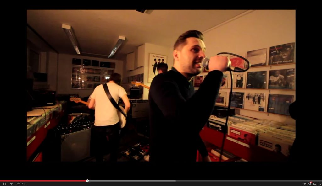 Human Abfall bei ihrem Auftritt im Stuttgarter Plattenladen Second Hand Records. Ende Januar spielt die Stuttgarter Noise/Punk-Band beim Pop-Freaks-Festival im Merlin. Foto: Karl-Heinz Stille bei Youtube (Screenshot)