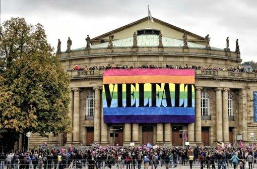 """Während die """"Demo für alle"""" der Bildungsplangegner durch die Stadt zieht, bieten mehrere Institutionen vor der Oper ein Kulturfest an. Foto: Lichtgut"""