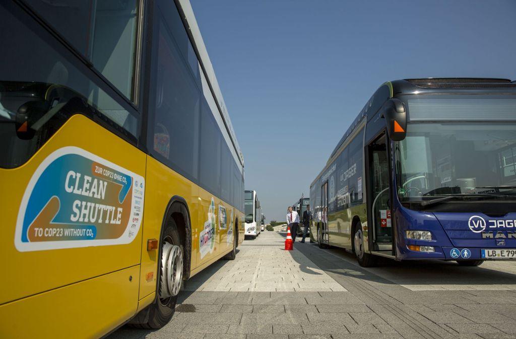 Busparade auf der Messepiazza aus Anlass der 25-Jahr-Jubiläums der Integration der regionalen Busverkehre in den VVS Foto: Lichtgut/Leif Piechowski