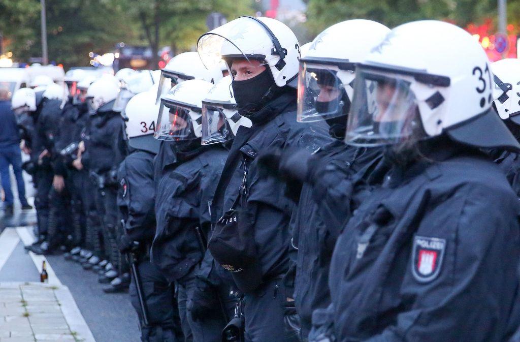 Mit einer Null-Toleranz-Strategie versucht die Hamburger Polizei gewaltbereiten Protestierern Herr zu werden. Der Ansatz ist politisch umstritten. Foto: dpa