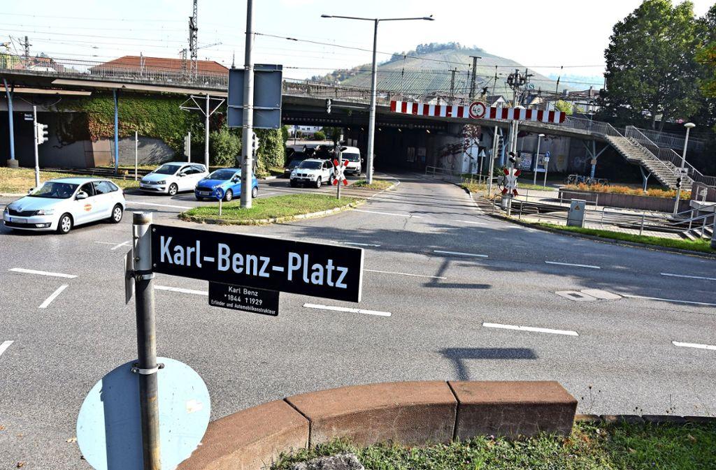 Die Bahn führt    im Kreuzungsbereich Arlberg-/Benzstraße Sondierungsbohrungen nach Fliegerbomben durch. Foto: Mathias Kuhn Foto: