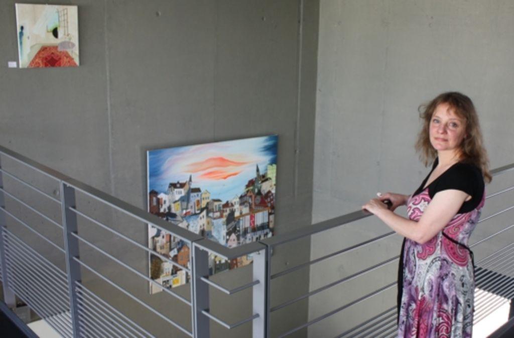 Die Bilder von Sibylle Kövel hängen im Restaurant und auf den Gängen des Vaihinger Hotels. Foto: Stahlberg