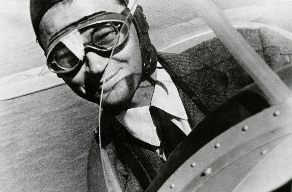 Der Flugpionier Wolf Hirth in seiner Bücker 131 auf einem  Überführungsflug  nach Südafrika im Jahr 1938.Repro:Horst Rudel Foto: