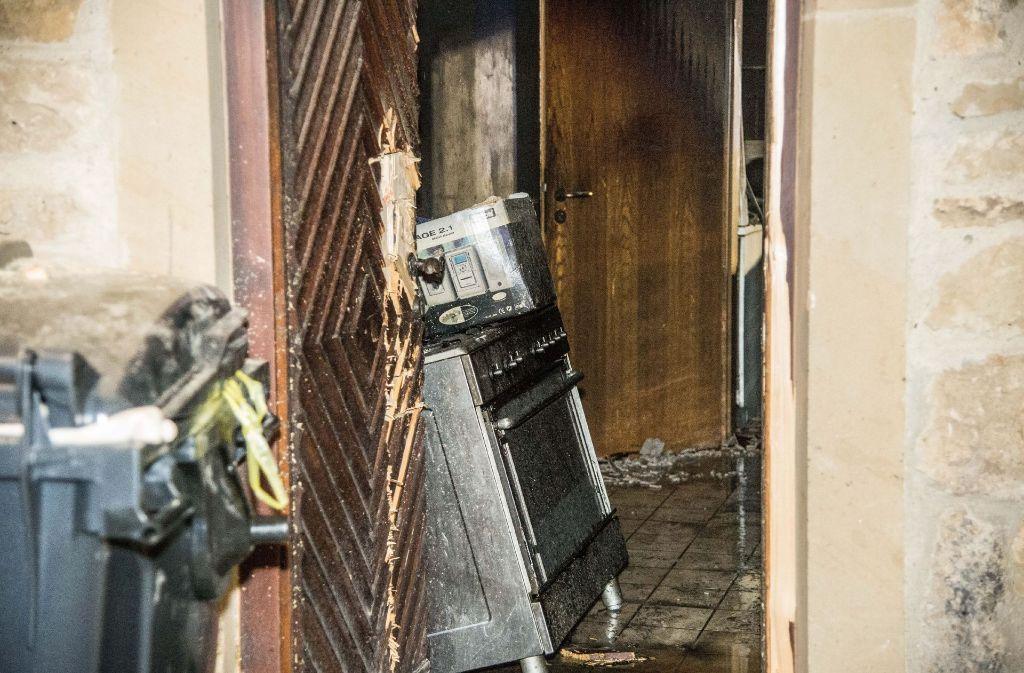 Bei dem Brand in Markgröningen sind am Montagmorgen drei Menschen ums Leben gekommen. Foto: SDMG