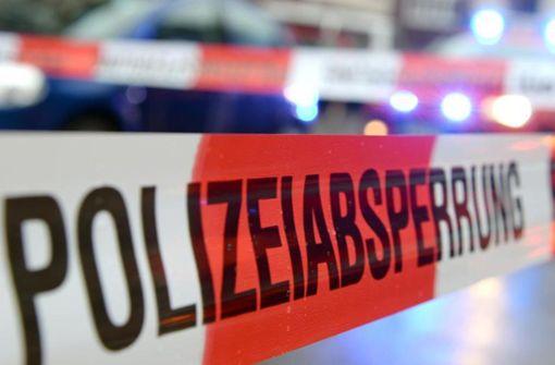 Radfahrerin wird von Unimog überrollt und stirbt