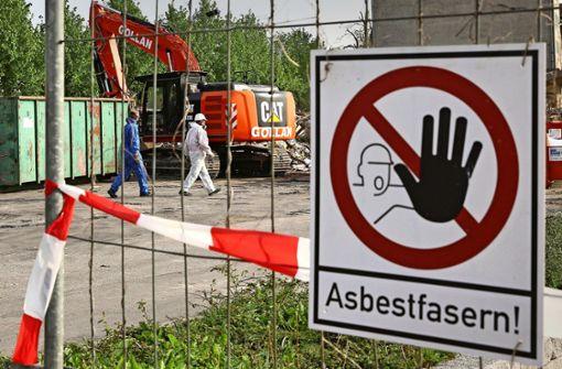 Wer ist für die Asbestplatten auf dem Recyclinghof verantwortlich?