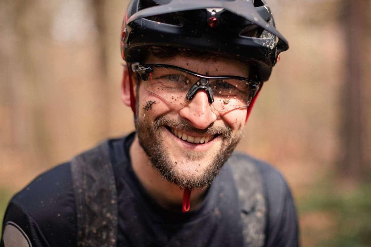 Hat Spaß an seinem Job: Tobias Dannenmann vermittelt mit seiner MTB-Schule Besserbiken in Stuttgart die Freude am Radfahren und den achtsamen Umgang mit der Natur. Foto: axelbrunst.com