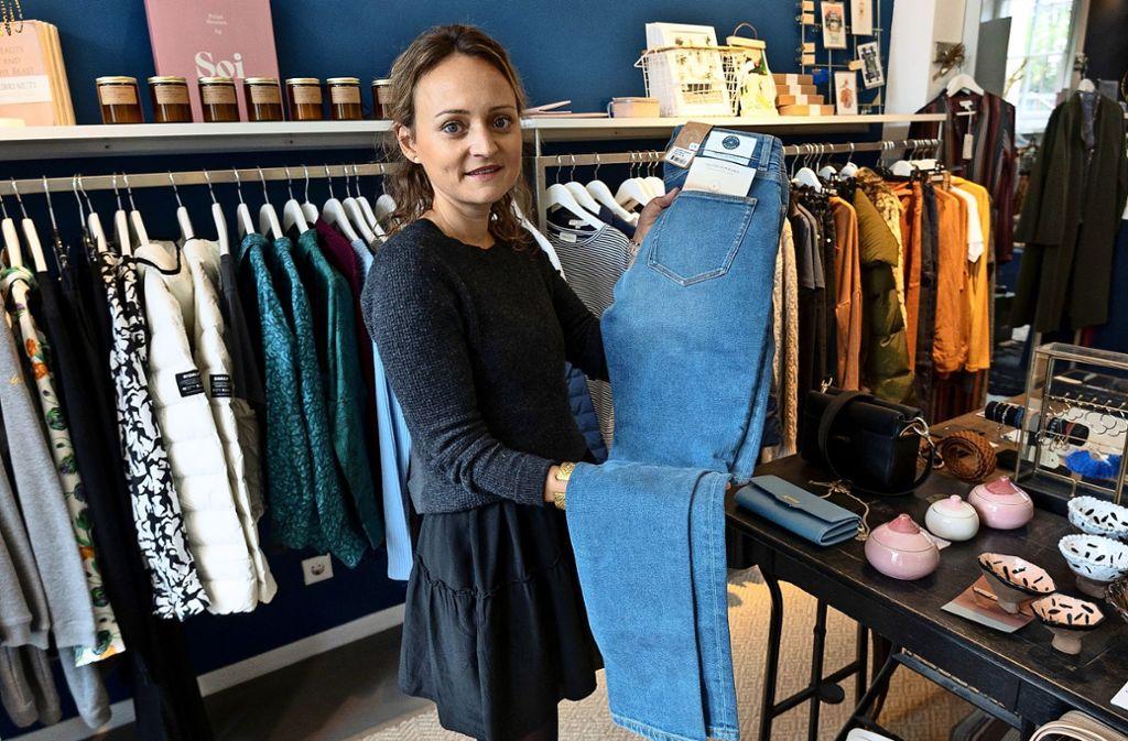 Cornelia Würbser verkauft nur nachhaltig produzierte Kleidung. Foto: Leif Piechowski