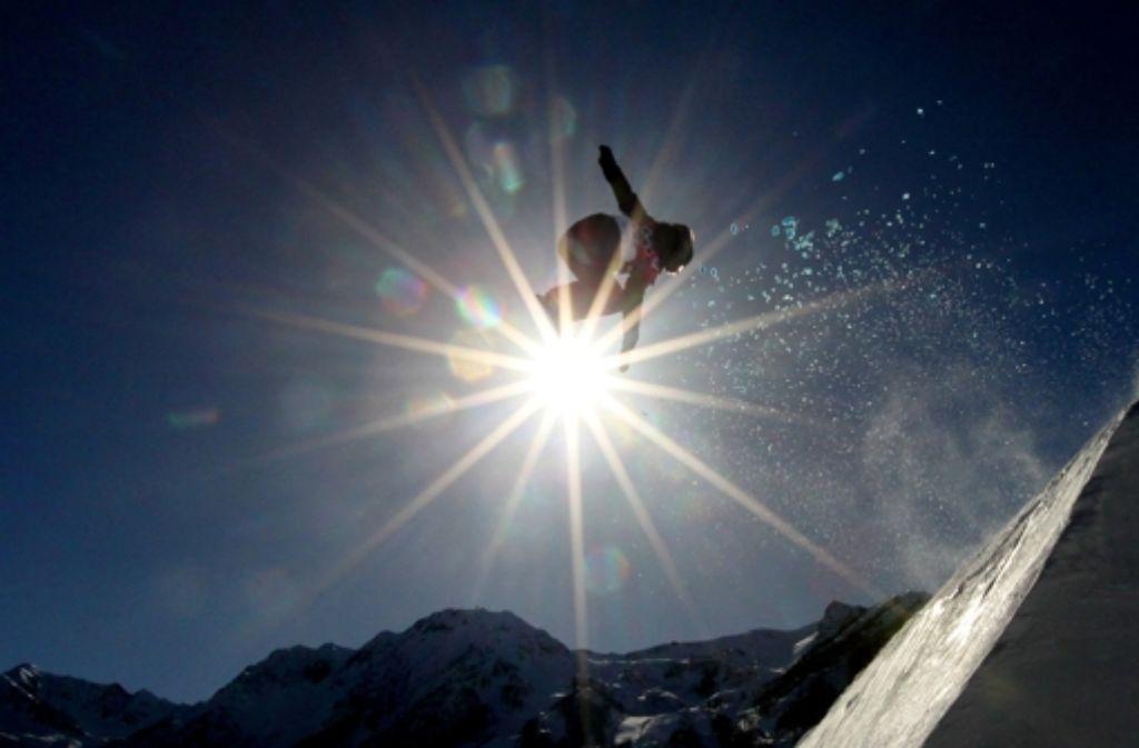 Bei der Slopestyle-Premiere in Sotschi ging es wortwörtlich hoch hinaus. Foto: Die neuseeländische Snowboarderin Shelly Gotlieb Foto: Getty Images Europe