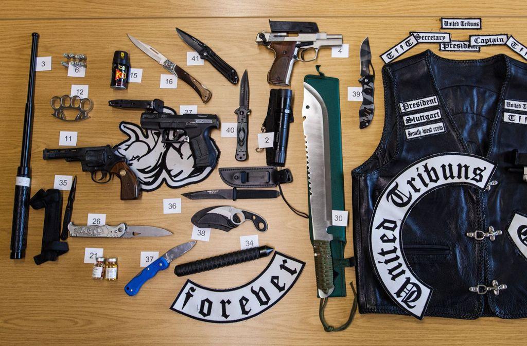 Die Black Jackets galten als gewaltbereit, wie Waffenfunde bei einer Razzia belegen. Foto: dpa