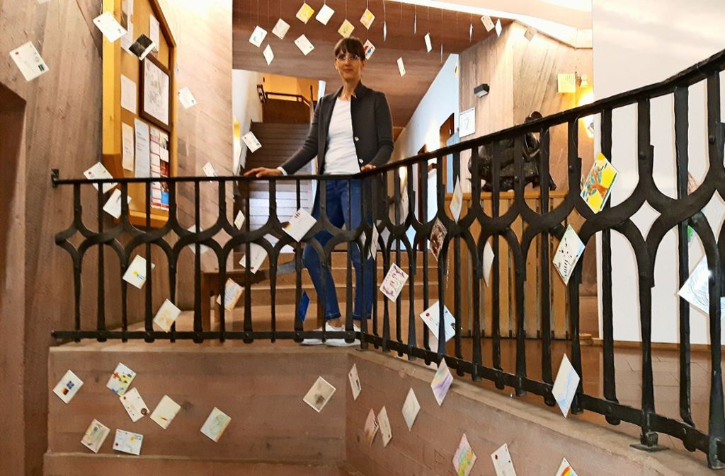 Für noch mehr Karten gibt es bald keinen Platz mehr im Eingangsbereich der Waldorfschule am Kräherwald Foto: Eva Funke