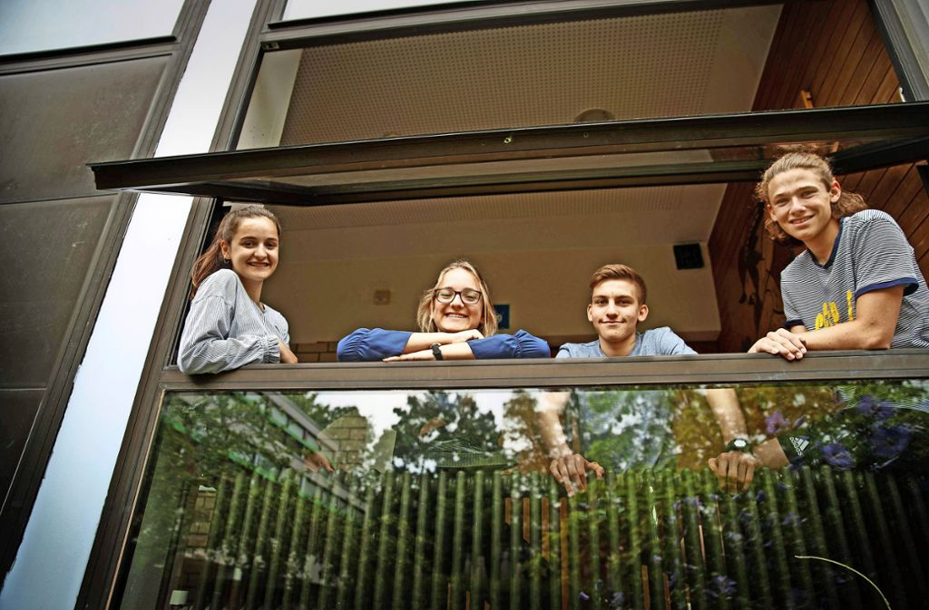 Aleyna, Lisa, Paul und Theo gehören zu den 53 Absolventen der Gemeinschaftsschule. Foto: Gottfried Stoppel