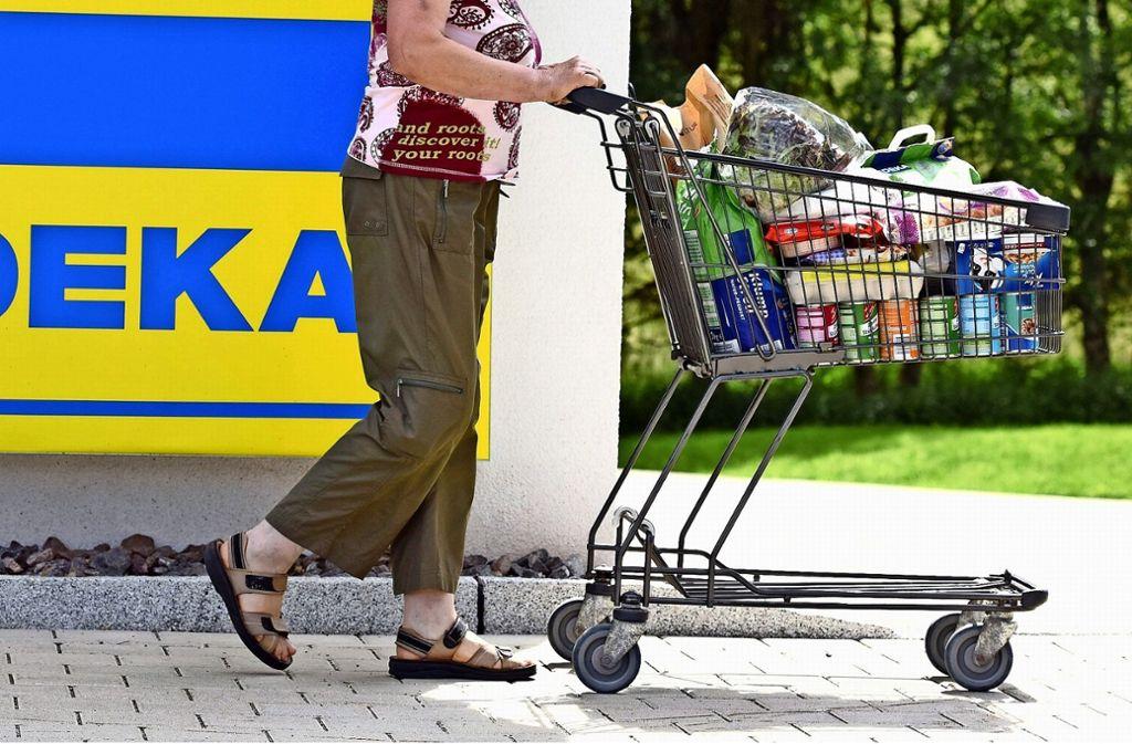 Kunden zu verärgern, könne man sich nicht leisten, sagt der Supermarktbetreiber. Foto: dpa