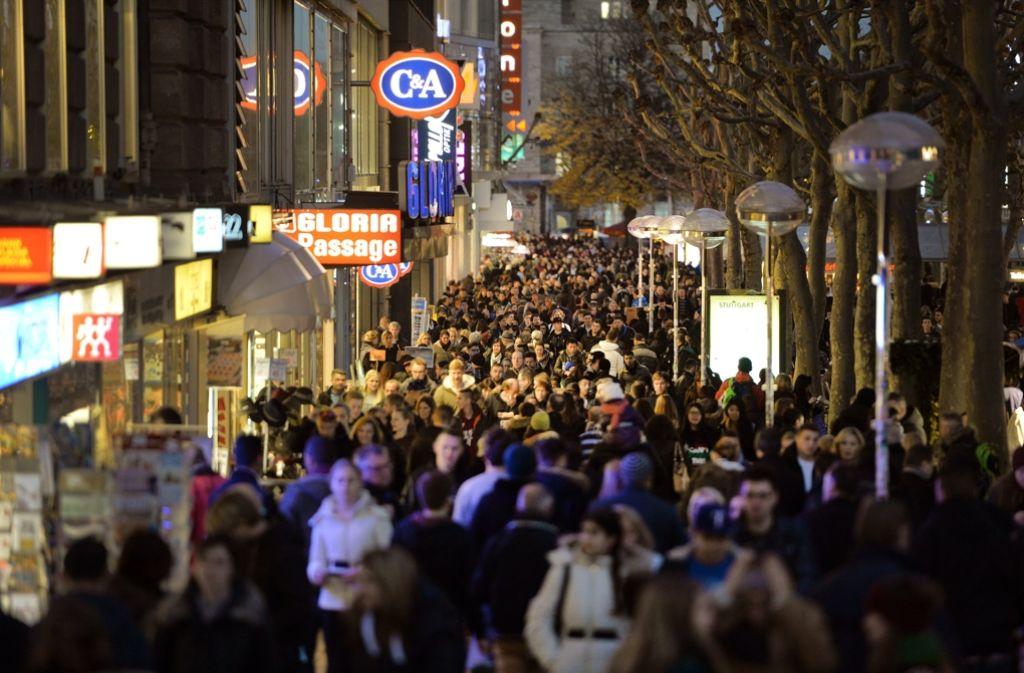 Eigentlich sollten am Sonntag, 2. Oktober, Kunden in die Läden auf der Königstraße strömen – doch die Veranstaltung wurde abgesagt. Foto: dpa