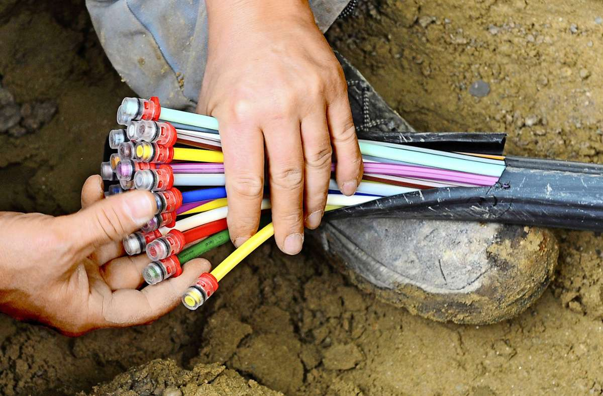 Auch mit Hilfe von Glasfaserkabeln wollen Land und Bund  bis 2025 flächendeckend Gigabitnetze aufbauen. Foto: dpa/Peter Kneffel