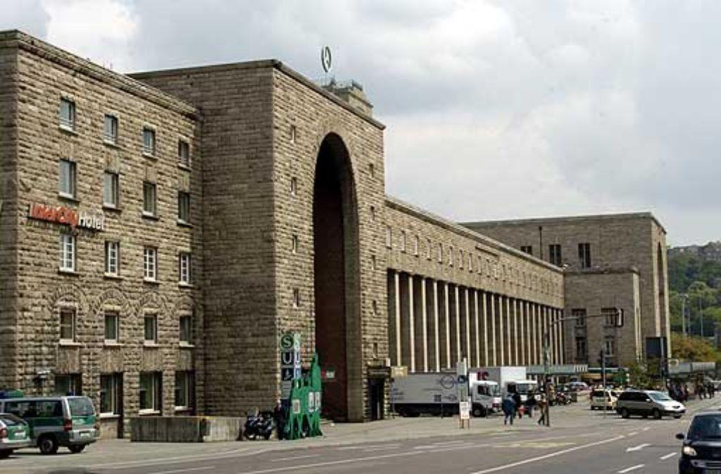 Die Front des 1927 von dem Architekten Paul Bonatz geplanten Stuttgarter Hauptbahnhofs. Foto: dpa