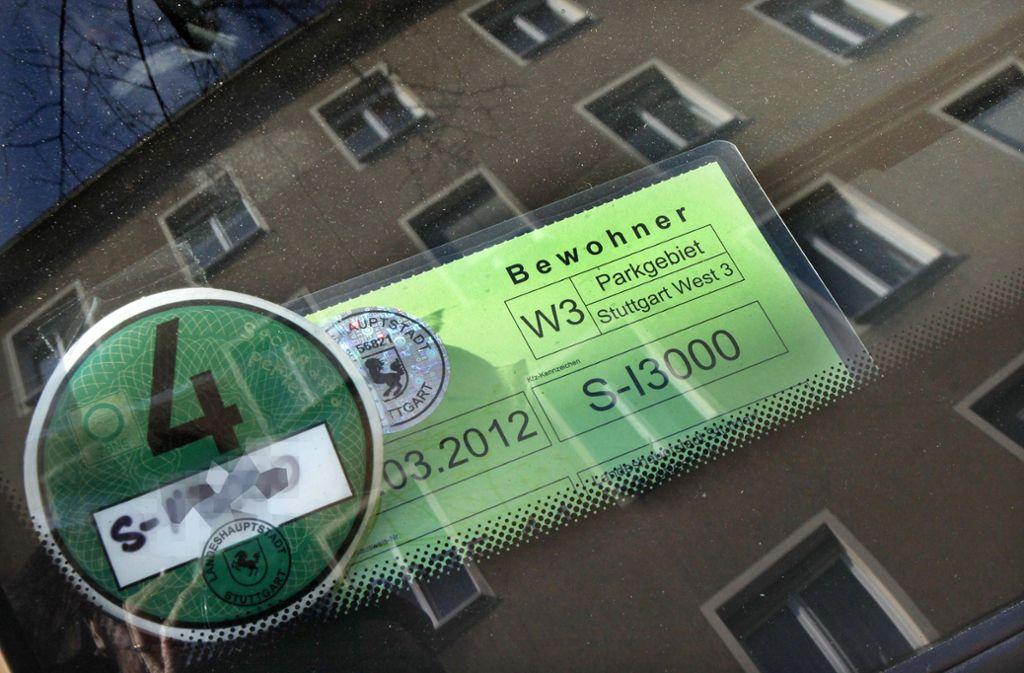 Den Anwohnerparkausweis nicht sichtbar ausgelegt – dafür gab es einen Strafzettel (Symbolbild). Foto: FACTUM-WEISE