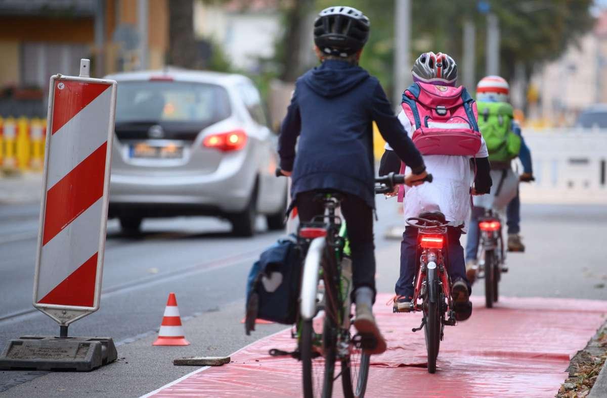 Wichtig für Grundschüler: Dass sie lernen, sich mit ihren Fahrrädern richtig im Straßenverkehr zu verhalten. Foto: /Robert Michael