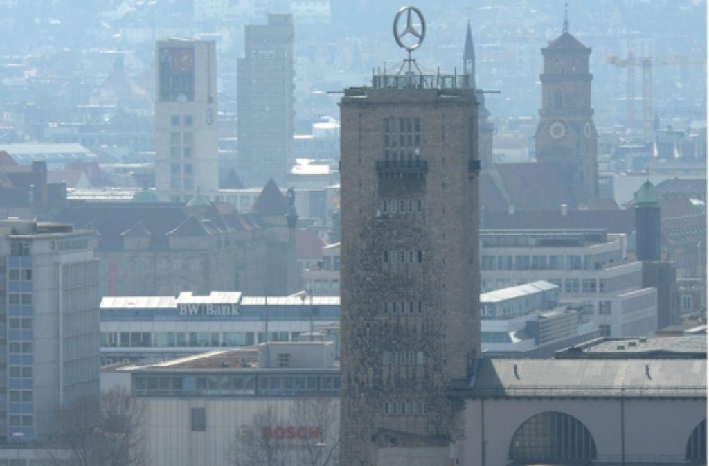 500 000 Euro hat sich die Bahn die Schau auf fünf Ebenen  des Bahnhofsturms kosten lassen, die die zehn Jahre alte Präsentation ersetzt. Foto: dpa