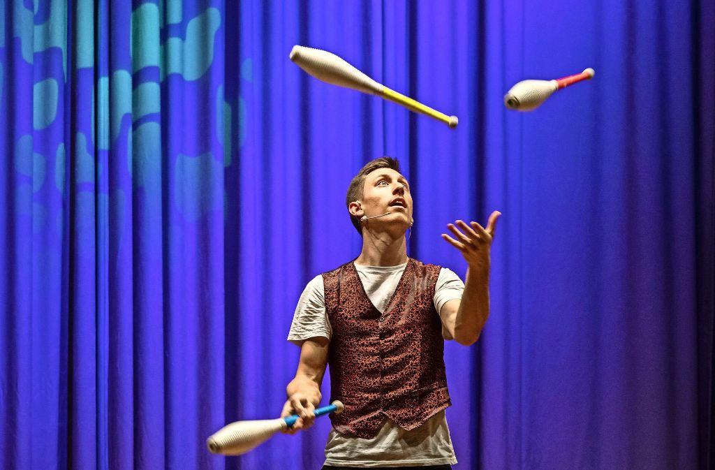 Chris Blessing jongliert mit Kegeln und was sonst noch durch die Luft fliegen kann. Foto: