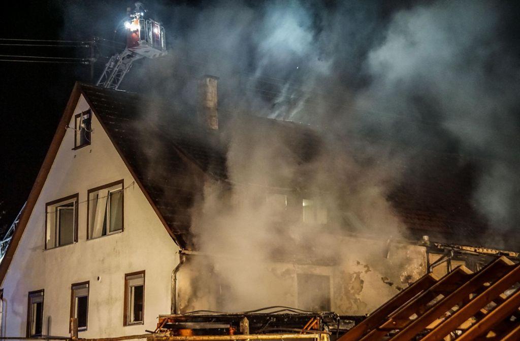 In Aidlingen brach am Dienstagabend ein Feuer aus. Foto: SDMG/Dettenmeyer