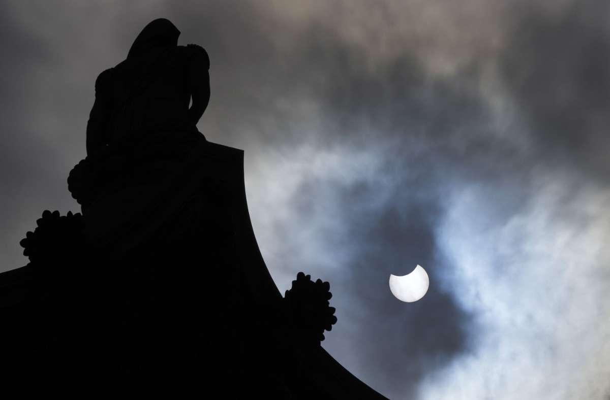 Die ringförmige Sonnenfinsternis tritt auf, wenn sich Sonne und Mond genau in einer Linie mit der Erde befinden. Foto: dpa/Frank Augstein