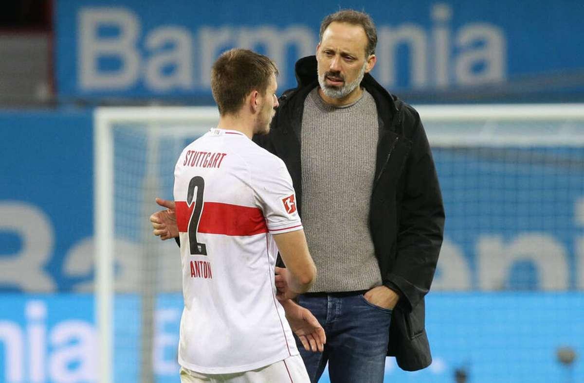 VfB-Trainer Pellegrino Matarazzo (re.) und sein Abwehrchef Waldemar Anton. Foto: Imag0