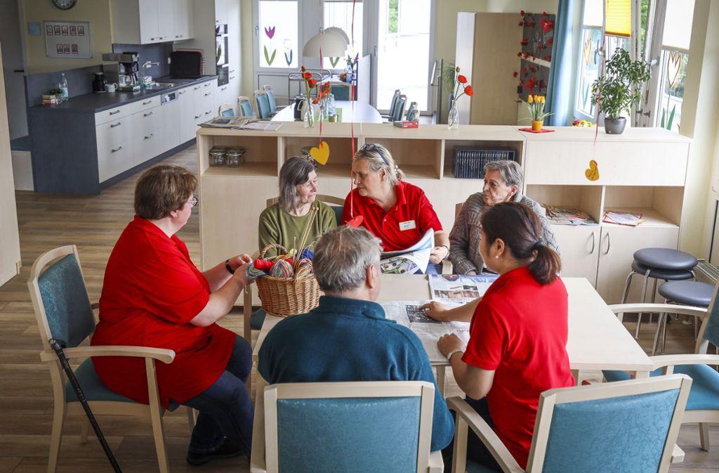 Gemeinsam wird in der Tagespflege die Zeit   gestaltet. Foto: factum/