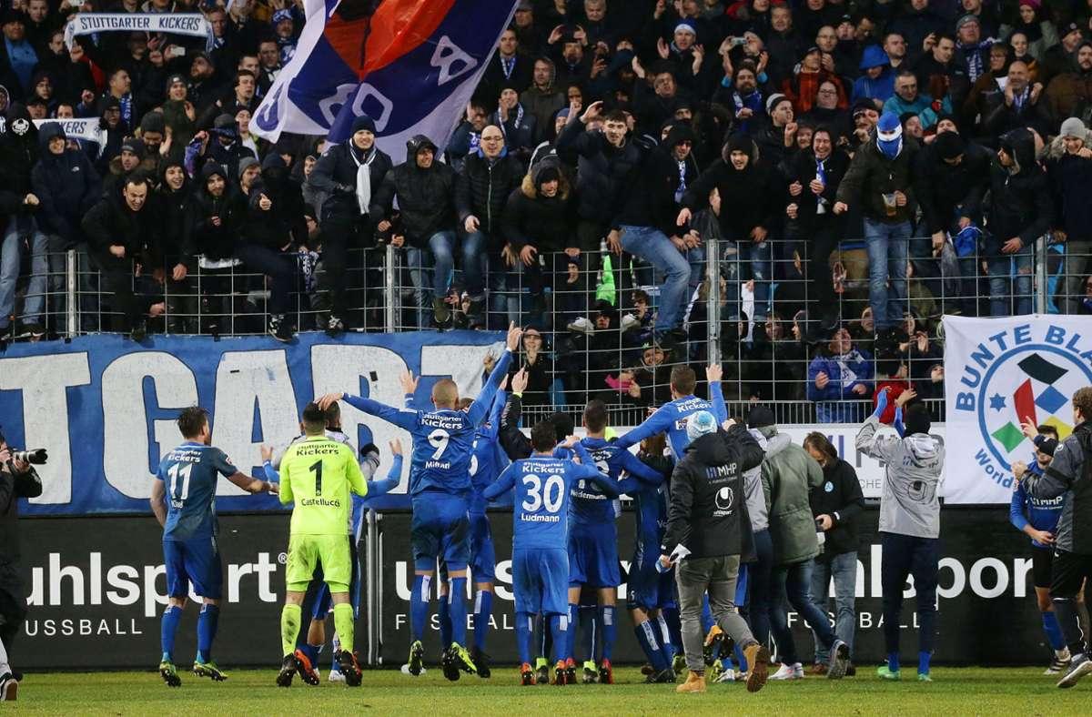 Das letzte Aufeinandertreffen gewannen die Kickers mit 1:0. Foto: Pressefoto Baumann/Hansjürgen Britsch