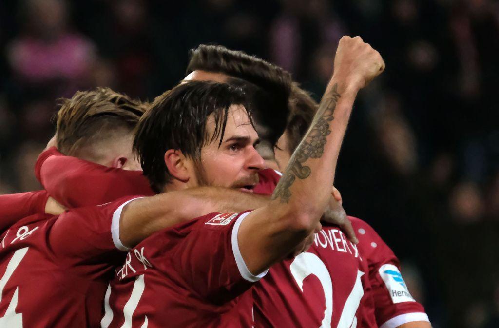 Martin Harnik bejubelt sein Tor für Hannover zum 3:2 gegen den 1. FC Heidenheim. Foto: dpa