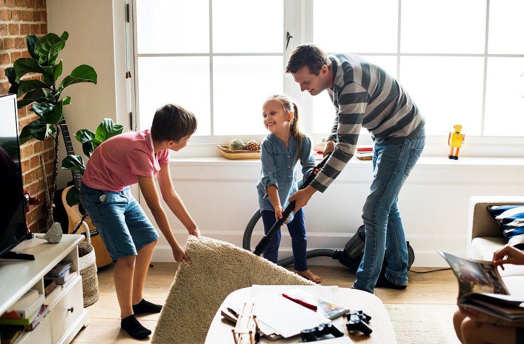 Putzplan erstellen: Vorlage für Familien, WGs, Paare... Foto: Rawpixel.com/Shutterstock.com