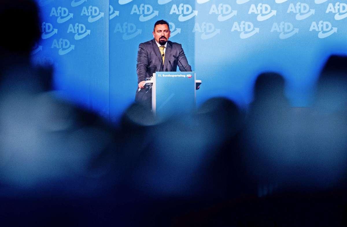 Dubravko Mandic macht den Gerichtssal zur politischen Bühne. Foto: dpa/Rolf Vennenbernd